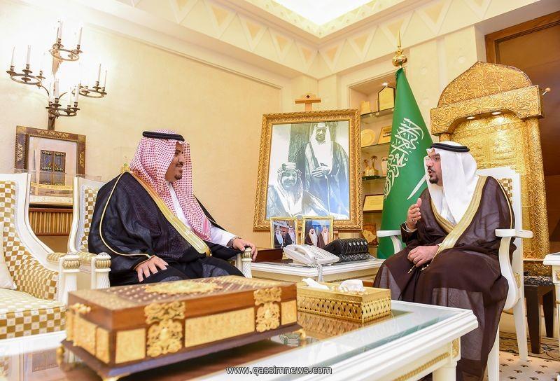 أمير القصيم يهنيء الداود بالثقة الملكية بتعيينه مديرا للجامعة