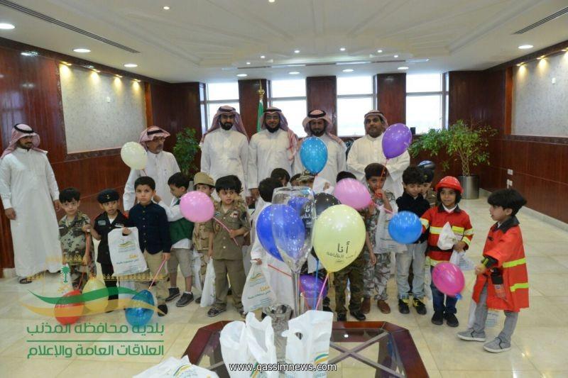 تفعيلا لحملة وحدة وطني : بلدية محافظة المذنب تستقبل اطفال روضة اجيال الهدى