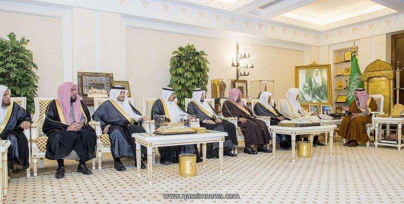 أمير القصيم يلتقي مسئولي الرئاسة العامة للبحوث العلمية والإفتاء