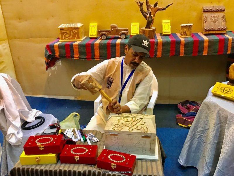 القصيم تحصد جائزتي الابتكار والابداع الحرفي في مهرجان سوق عكاظ