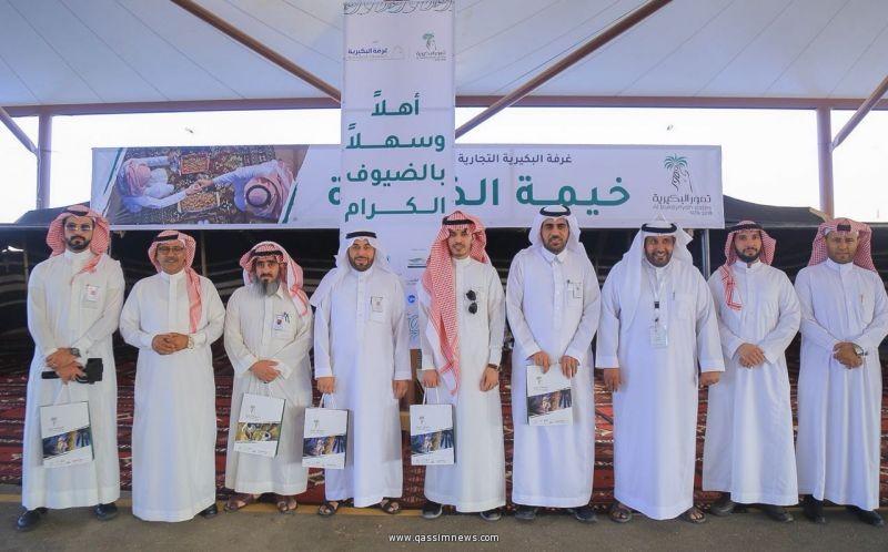 وفد من لجنة سياحة المذنب يزور مهرجان تمور البكيرية التاسع