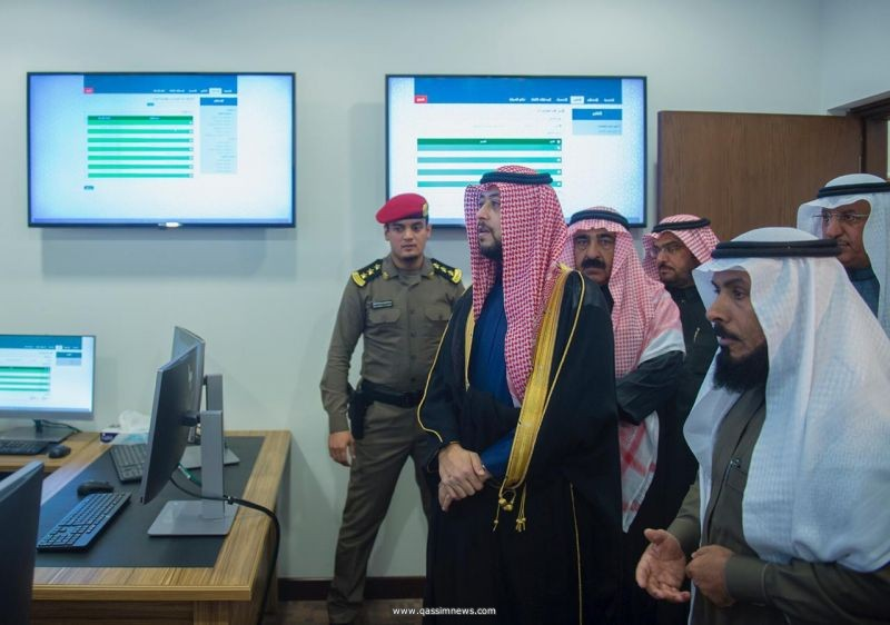نائب أمير القصيم يطلع على مركز المعلومات بإمارة المنطقة