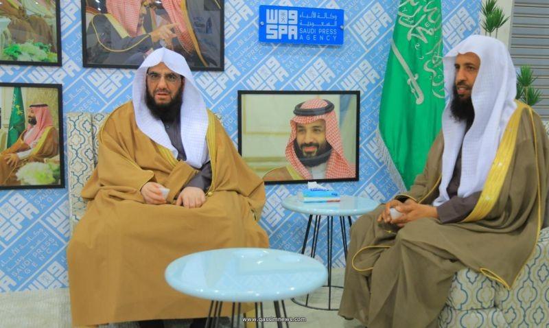 مدير عام فرع الهيئة بالمنطقة يزور معرض القصيم للكتاب ويثني ...