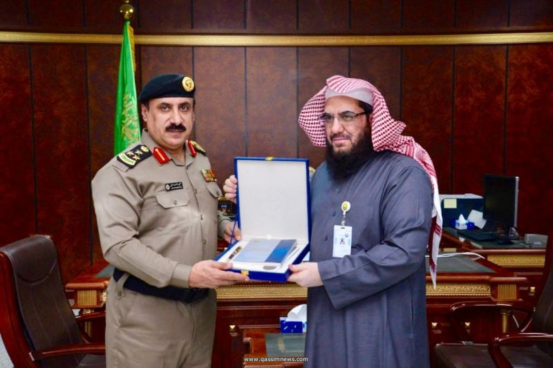 فضيلة مدير عام فرع هيئة القصيم يستقبل مدير شرطة المنطقة