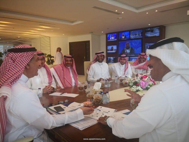 """وزير الإعلام يستقبل رئيس وأعضاء مجلس إدارة جمعية """"إعلاميون"""""""