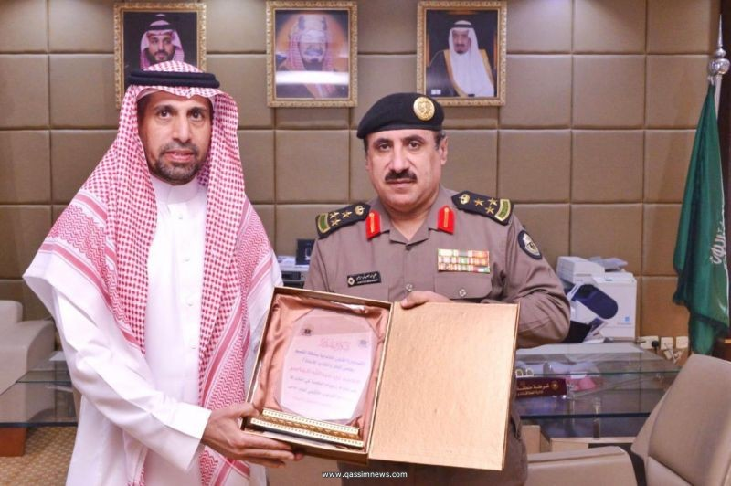 مدير شرطة القصيم يكرم الجاسر