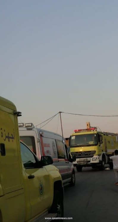 بريدة : فرق الدفاع المدني تباشر حريق مستودعات