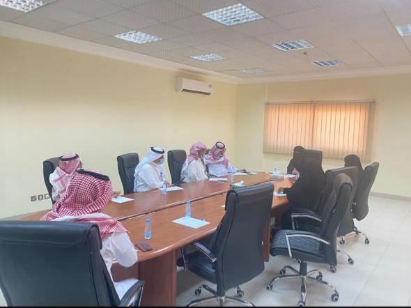 مساعد مدير عام فرع وزارة الموارد البشرية يجتمع بمدراء مراكز التاهيل بمنطقة القصيم