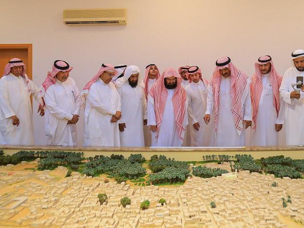 اطلع على برامجها وخططها... الرئيس العام لشؤون الحرمين يزور لجنة أهالي البكيرية
