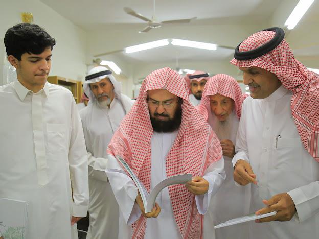 الرئيس العام لشؤون الحرمين  يزور مكتبة الشيخ محمد بن عبدالوهاب بالبكيرية