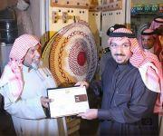 أمير القصيم يتفقد فعاليات سوق الحرفيين والمتزامن مع مهرجان الكليجا السابع