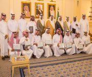 أمير القصيم يكرم المشاركين ورعاة ملتقى الحرفيين الثاني بعنيزة