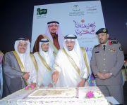 أمير القصيم يشارك أهالي حي النقع ببريدة احتفالات العيد