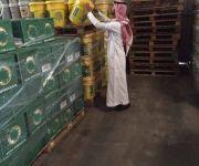 """""""الغذاء والدواء"""" تضبط 9900 كيلو غرام من مركزات العصائر منتهية الصلاحية في بريدة"""