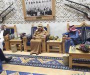 خادم الحرمين يقيم مأدبة عشاء لأخيه الأمير عبدالرحمن ويقبل يده لدى وداعه