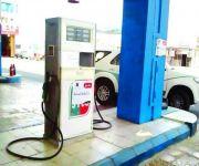 مئات البلاغات على محطات وقود أوقفت البيع بعد التعديل الرسمي للأسعار