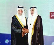 خالد الفيصل يكرم STC لرعايتها منتدى جدة الاقتصادي