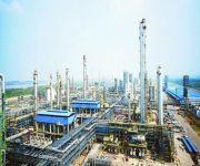 «أرامكو» و«سابك» تتسابقان على إقامة مشروعات بتروكيماوية تعتمد على استخدام النفط لقيماً في صناعة البتروكيماويات