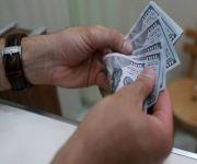 الدولار يرتفع لأعلى مستوى في شهرين
