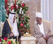 خادم الحرمين يستقبل الرئيس السوداني بمدينة طنجة