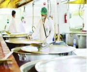 «الغذاء والدواء» تغلق 14 منشأة غذائية في المدينة ومكة خلال موسم الحج