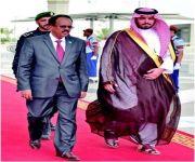 رئيس الصومال يؤدي مناسك العمرة ويغادر جدة