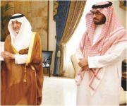 خالد الفيصل يكرّم رجال أمن ومواطنة لسرعة التفاعل مع القضايا الأمنية