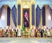 خادم الحرمين يستقبل الأمراء والعلماء وجمعاً من المواطنين