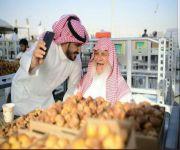 بعد زيارته لها : الإعلامي الحارثي يصف مهرجانات تمور القصيم انها احد النوافذ الاقتصادية الهامة