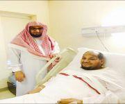 رئيس الشؤون الدينية بمستشفى محمد بن عبدالعزيز بالرياض يطمئن على الحالة الصحية للإعلامي عبدالله العنزي