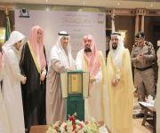 الشيخ السديس يكرم مراسل نداء الإسلام بالمدينة المنورة