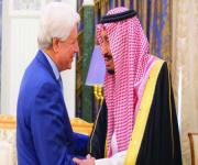 الملك سلمان يتسلم رسالة من رئيس الجزائر