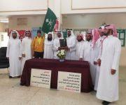 لمسه وفاء من منسوبي مدرسه قصر العبدالله للمعلم المتقاعد الهليل