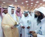 محافظ البدائع يفتح معرض الهيئة المشارك في المهرجان