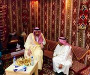 أمير القصيم يقدم واجب العزاء لمدير مطار الأمير نايف الدولي