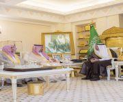 أمير القصيم يستقبل مدير جامعة القصيم لتحقيقهم بطولة كرة القدم