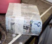 الجهات الأمنية بالقصيم تتوصل للمتهم بإختلاس خمس مئة ألف ريال اخفائه في منزله