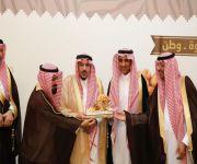 ( أمير القصيم يكرم إدارة خدمات المياه ببريدة على مشاركتها بمهرجان تمور بريدة 39 )