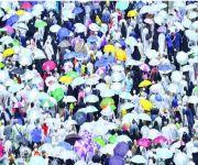 الحج والمظلات بين سباق الإعلانات وبرامج التطوع