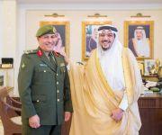 أمير منطقة القصيم يقلد مدير جوازات المنطقة اللواء مساعد الرومي رتبته الجديدة