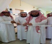 مدير مكتب تعليم الاسياح يفتتح معرض ( مدرستنا انضباط ) بمدرسة التنومة الابتدائية للبنات
