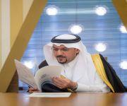 """أمير القصيم يستقبل مديرة جمعية """"جستر"""" ويتسلم عضويتها الفخرية"""