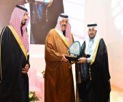 """أمير منطقة حائل يتوج """"فارما"""" بجائزة التميز في التوطين"""