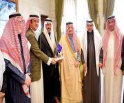 """أمير الرياض يستقبل رئيس وأعضاء مجلس إدارة جمعية """"إعلاميون  ا"""
