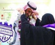 والدة رئيس نادي البكيرية تستقبل الفريق بعد تحقيق الإنجاز التاريخي بالصعود لدوري الأولى