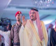 أمير القصيم يشهد حفل تخريج الدفعة الخامسة لطلاب كلية الغد الدولية