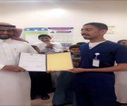طبيب بمركز صحي البطين يقوم بمبادرة لنشر المفاهيم والمعارف الصحية السليمة لدى اطفال المدارس