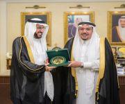 أمير منطقة القصيم يستقبل وفداً من أعضاء مجلس الشورى