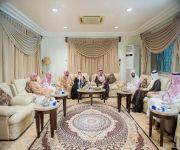 الأمير فيصل بن مشعل يزور المشائخ في منازلهم ويهنئهم بحلول شهر رمضان المبارك