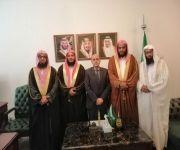 سفير المملكة في جزر القمر يلتقى موفدي الشؤون الإسلامية في برنامج الإمامة في رمضان